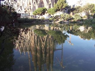 池に映るサクラダ・ファミリアDSCF0298.JPG